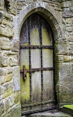 Door   ドア   Porte   Porta   Puerta   дверь   Tintern Abbey - Tintern, Monmouthshire, Wales