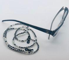 No te pierdas este artículo de mi tienda de #etsy: Collar para tus gafas. Hecho a mano en colores brillantes. Modelo especial Color Plata, Collar, Jewerly, Crochet, Bracelets, Silver, Etsy, Fashion, Templates