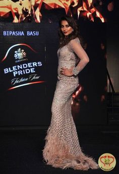 Blenders Pride Fashion Tour 2016 in Kolkata Dazzles with the Presence of Bollywood Diva Bipasha Basu  http://fashion.sholoanabangaliana.in/blenders-pride-fashion-tour-2016-in-kolkata-dazzles-with-the-presence-of-bollywood-diva-bipasha-basu/