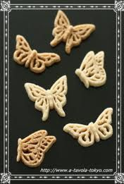 Sugar butterflies for tea and coffee! nice gift idea from canasuc - Sugar Cubes, Caramel Color, Chocolate Coffee, Sugar Art, Candy Recipes, Dolce, Afternoon Tea, Butterflies, Clever