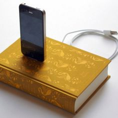 Pride & Prejudice Cloth Book Charging Dock for iPhone and iPod: i wantiwantiwantiwantiwant