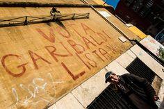 Una scritta storica sui muri della Garbatella