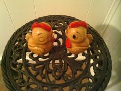 Small Collectible Vintage Kissing Baby Rooster Salt and Pepper Shakers by cappelloscreations, $13.95@Etsy