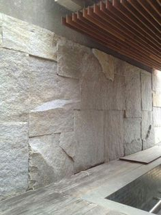 Incredible Stone Facade Design to Spike up Design of Buildings Stone Facade, Stone Cladding, Wall Cladding, Interior Walls, Home Interior Design, Pierre Decorative, Design Oriental, Stone Wall Design, Marble Wall