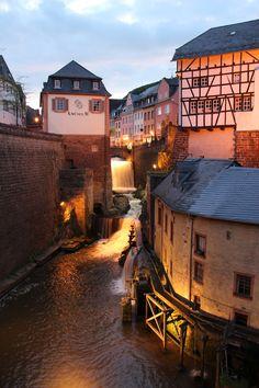 Die Saarburg ist die Ruine einer Höhenburg oberhalb der Stadt Saarburg. Sie zählt zu den ältesten Höhenburgen im Westen Deuschlands. Weitere Informationen über Saarburg und die Region Rheinland-Pfalz finden sie auf unserem Blog www.jewels24-news.de. #saarburg #burg #rheinlandpfalz