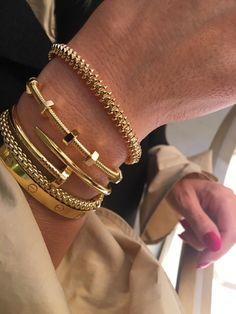 Hand Jewelry, Cute Jewelry, Jewelry Box, Gold Accessories, Fashion Accessories, Fashion Jewelry, Cartier Jewelry, Accesorios Casual, Diamond Are A Girls Best Friend