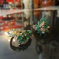 Te gustan las esmeraldas? Tenemos lindas piezas como estos anillos vintage con brillantes, para regalar y regalarte 1920 V&N Antiques!  Teléfono : 3032661 Visítanos en Calle 56 Obarrio  Búscanos en Waze y Google Maps y no te pierdas 😉 #esmeraldas #vintage #joyeríavintage #vintagejewelry #brillantes #oroamarillo #anillos #detallesqueenamoran #piezasvintage #piezasúnicas #1920antiques #1920vnantiques #elregaloperfecto #panama #obarrio # #vintagestyle #amorporeldiseño #tiendavintage…