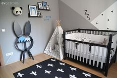 Monochrome colors do not prevent the fun. Great kids room - New Deko Sites Baby Zimmer Ikea, Youth Rooms, Monochrome Color, Baby Blog, Laura Lee, Decoration Table, Baby Party, Home Look, Nursery Room