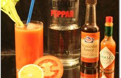 Bloody Mary – So wird der Cocktail richtig gemixt Whiskey Bottle, Vodka Bottle, Holy Mary, Bloody Mary, Cocktail Drinks, Holi, Wine, Christmas, Cocktails