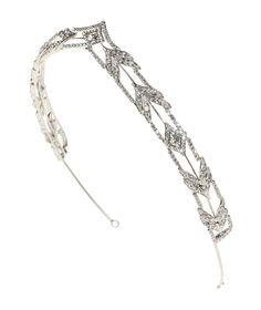 Pronovias presents its T2-2642 bridal headpiece. | Pronovias www.MadamPaloozaEmporium.com www.facebook.com/MadamPalooza