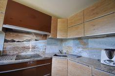 blat kamienny w kuchni i aranżacja przy użyciu płytek ceramicznych