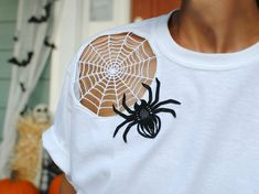 DIY Cut Out Spider Web T-shirt Shirt Embroidery, Machine Embroidery, Halloween Food Crafts, Halloween Hats, Halloween Projects, Holiday Crafts, Second Hand Fashion, Trash To Couture, Old Navy