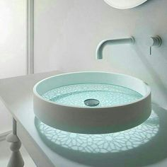 bathroom glass bottomed sink This futuristic sink you've never seen before. As usual sink design that takes form of sharing, ranging from basin bowl round, Lavabo Design, Washbasin Design, Glass Basin, Glass Bowl Sink, Glass Vessel, Chic Bathrooms, Dream Bathrooms, Deco Design, Glass Etching