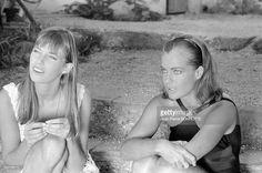 Jane Birkin et Romy Schneider pendant le tournage du film 'La Piscine' réalisé par Jacques Deray en septembre 1968 à Saint-Tropez, France .