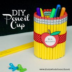 Back to School Projects and Ideas as well as Teacher Appreciation Gifts and Holiday Gift Ideas! Teacher Appreciation Week, Teacher Gifts, Craft Gifts, Diy Gifts, Pot A Crayon, Presents For Teachers, Little Presents, Pencil Cup, Pencil Vase