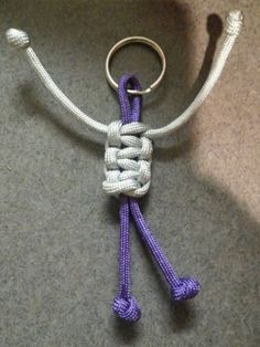 paracord-keychain use as fidget toy