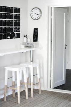 The half painted stools is a great idea. The white colour matches the wood, but you can always use other colours or patterns.