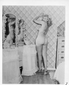 Vintage Sexy PHOTO Of Burlesque Queen NUDE And MIRROR