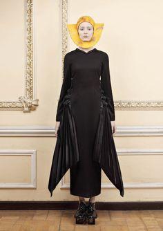 Monastic Futurism Fashion - The Ria Keburia Revival Collection Marries Religious and Sci-Fi Themes (GALLERY) Paris Fashion, High Fashion, Winter Fashion, School Fashion, Daily Fashion, Russian Fashion, Fashion Fabric, Costume Design, Fashion Models
