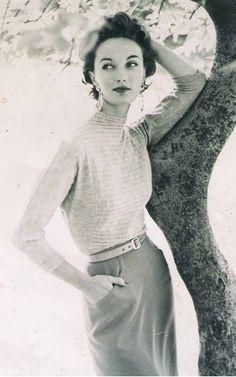 Model Evelyn Tripp in Central Park, Harper's Bazaar, Photographed by Frances Pellegrini. Moda Vintage, Vintage Vogue, Vintage Glamour, Vintage Beauty, Vintage Black, Vintage Style, Vintage Dresses, Vintage Outfits, Vintage Fashion Photography