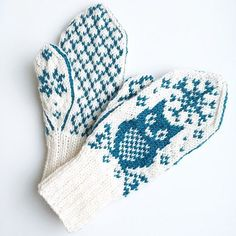 Vinterugle - - Owl mittens for grown-ups! We all need some wisdom in our lives, so why not add some with mittens? Knitted Mittens Pattern, Knitting Paterns, Crochet Mittens, Knitted Gloves, Knitting Socks, Knitting Stitches, Free Knitting, Knitting Projects, Baby Knitting
