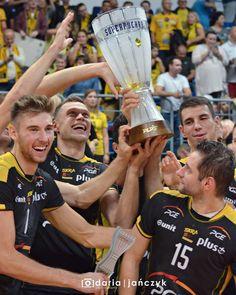 """Polubienia: 451, komentarze: 2 – Daria Jańczyk (@dariajanczyk) na Instagramie: """"Mamy to! 🏆Brawo Panowie! 😃👏 #superpuchar #skra #pgeskra #siatkówka #volleyball"""""""