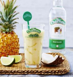 Recipe photo: Pina colada with Charrette rum Healthy Juice Recipes, Healthy Juices, Cocktail And Mocktail, Cocktail Recipes, Juice Drinks, Yummy Drinks, Cuba, Pina Colada Rum, Popular Cocktails