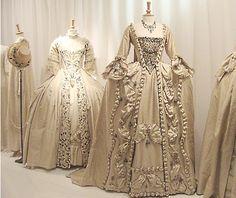 vestidos barrocos - dressed like marie antoinette times - Vestido 18th Century Dress, 18th Century Fashion, 19th Century, Antique Clothing, Historical Clothing, Women's Clothing, 1800s Fashion, Vintage Fashion, French Fashion