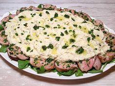 Butterdejstærter er Guds gave til den travle husmoder m/k - og såmænd også til den dovne. Udover bagetiden så tager denne tærte ikke meget mere end 15 minutter at tilberede og så smager den ovenikøbet skønt og er smuk at se på. Jeg foretrækker at spise en enkel salat med olie/eddike- dr....