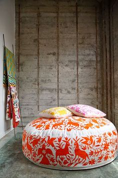 Ideas For Floor Seating Living Room Cushions Poufs Interior Flat, Interior Design, Living Room Cushions, Bohemian Living Rooms, Floor Seating, Floor Cushions, Boho Cushions, Trendy Home, Soft Furnishings