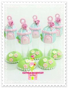 Mini tubete decorado com biscuit tema Jardim    FEITO SOB ENCOMENDA    FRETE por conta do comprador