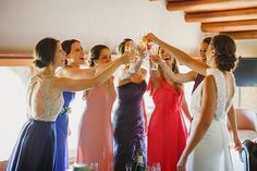 Momentazo el de Anna con las amigas!  . . . . . . #masterrats #fotografobodasgirona #fotografobodasbarcelona #weddingphotographer #slowwedding #naturalwedding #bridesmaids #bohowedding #bride #fotografobodas