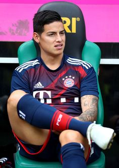 James Rodriguez Photos - James Rodriguez of Muenchen is seen on the bench during the Telekom Cup 2017 match between Bayern Muenchen and 1899 Hoffenheim at on July 2017 in Moenchengladbach, Germany. - Bayern Muenchen v 1899 Hoffenheim - Telekom Cup 2017 Soccer Guys, Football Boys, Football Players, James Rodriguez Colombia, Fc Hollywood, James Rodrigez, Cr7 Junior, Fc Bayern Munich, National Football Teams