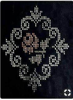 HUZUR SOKAĞI (Yaşamaya Değer Hobiler) Cross Stitch Embroidery, Hand Embroidery, Palestinian Embroidery, Tapestry Crochet, Cross Stitch Flowers, Plastic Canvas, Needlepoint, Elsa, Diy And Crafts