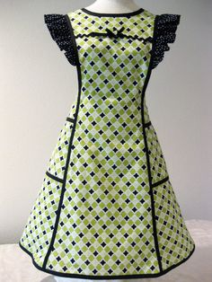 Nanas Pinafore Apron by HickoryCreekCrafts on Etsy Sewing Aprons, Sewing Clothes, Diy Clothes, Apron Dress, Diy Dress, Apron Pattern Free, Pinafore Apron, Cool Aprons, Apron Designs