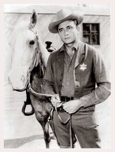SHOTGUN SLADE - Johnny Cash portrayed a law officer in one episode of this syndicated TV series which starred Scott Brady. Johnny Cash June Carter, Johnny And June, Old Country Music, Country Music Stars, Country Singers, Country Roads, John Cash, Johnny Cash Museum, Westerns