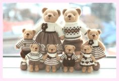 A large family of knitted bears size and by SweetFunnyBunny Knitted things are known to warm the body and knitted toys are good for warming your heart. All the toys are completely hand-made, done with love Teddy Bear Knitting Pattern, Animal Knitting Patterns, Knitted Teddy Bear, Stuffed Animal Patterns, Baby Knitting, Knitting Toys, Free Knitting, Knitted Dolls, Crochet Dolls
