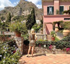 Michelle Edwards (@arebelinprada) • Instagram-Fotos und -Videos Lush Garden, Sicilian, Taormina Sicily, Italy, Mansions, House Styles, Places, Photograph, Gardens