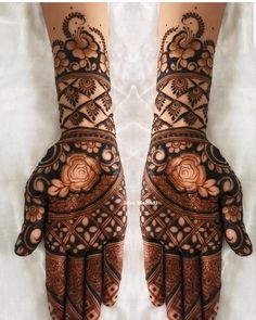 Henna is the most traditional part of weddings throughout India. Let us go through the best henna designs for your hands and feet! Palm Mehndi Design, Rose Mehndi Designs, Mehndi Designs For Girls, Indian Mehndi Designs, Modern Mehndi Designs, Wedding Mehndi Designs, Mehndi Design Pictures, Latest Mehndi Designs, Mehndi Images