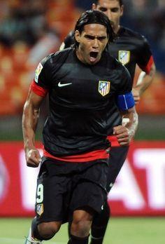 """@Falcao presentó esta fotografía en su twitter con el siguiente mensaje: """"Foto para el recuerdo. Primer gol como Capitán del Atleti"""" (04/08/2012)."""