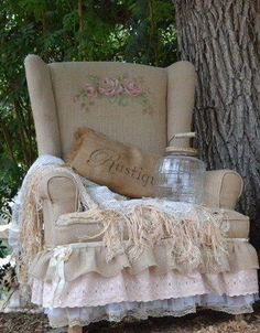 sit and read in the garden in this comfy chair and a glass of wine or tea ♥