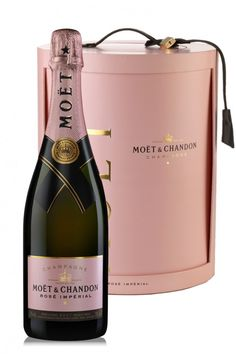 Moet & Chandon Best Champagne, Champagne Taste, Champagne Glasses, Pink Champagne, Wine Packaging, Packaging Design, Moet Rose, Expensive Champagne, Moët Chandon