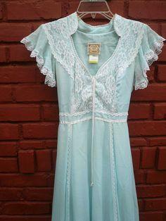 Blue dress look perfect! Dressy Dresses, Blue Dresses, Vintage Dresses, White Lace, White Dress, Gown Suit, Boho Beautiful, Gunne Sax, Prom Gowns