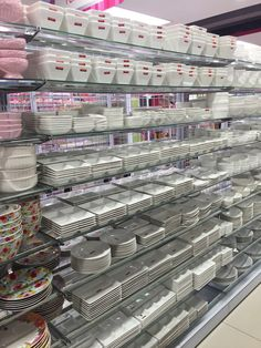 Daiso Days — Western Crockery Showroom Design, Shop Interior Design, Retail Display Shelves, Kitchen Supply Store, Clothing Store Displays, Classic House Design, Daiso Japan, Beauty Supply Store, Retail Store Design