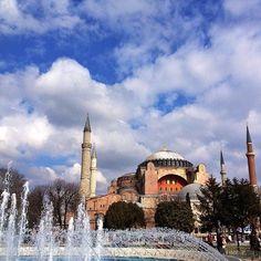 Minarelerin sırrı Kanuni, Fatih zamanında yapılan minarelerin tamir edilmesini istedi. Mimar Sinan, minareleri öyle yaptırdı ki şerefeye çıkmak için aynı anda üç kişi minarenin içindeki merdivende yürümesine rağmen birbirini görmez.