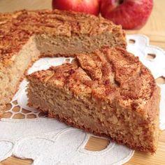 BIZCOCHO DE MANZANA Ingredientes: – 300 gr de harina de avena sabor tarta de manzana (o harina de avena normal y aroma de manzana) – 3 manzanas medianas. – 30 gr de nueces. – 2 yogures naturales 0% edulcorados. – 5 claras de huevo. – 1/2 sobre de levadura. – 1 cucharada de canela. – Edulcorante al gusto.