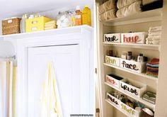 Caixas sejam de madeira, papelão, tecido, plástico ou metal são coringas na hora de colocar as coisas em ordem. E se forem bonitas, podem ficar expostas numa boa, como parte da decoração.