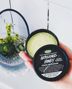 How refreshing does this face mask looks? Lush Fresh, Handmade Cosmetics, Ground Almonds, Hoe, Beauty, Instagram, Beauty Illustration