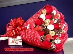 50 New Ideas Fruit Ideas Gift Valentines Day Food Bouquet, Candy Bouquet, Edible Bouquets, Dessert Platter, Healthy Fruit Smoothies, Fruit Packaging, Chocolate Dipped Strawberries, Strawberry Dip, Chocolate Bouquet