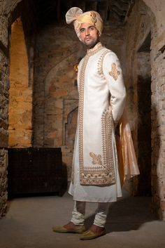 Indian Groom Wear, Indian Suits, Indian Attire, Mens Sherwani, Wedding Sherwani, Wedding Dress Men, Wedding Suits, Latest Traditional Dresses, Stylish Mens Fashion